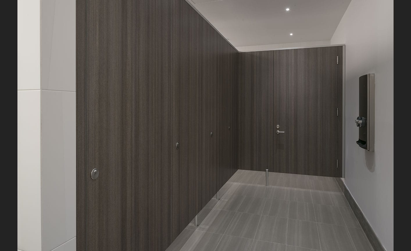 Privada Toilet Partitions Photo