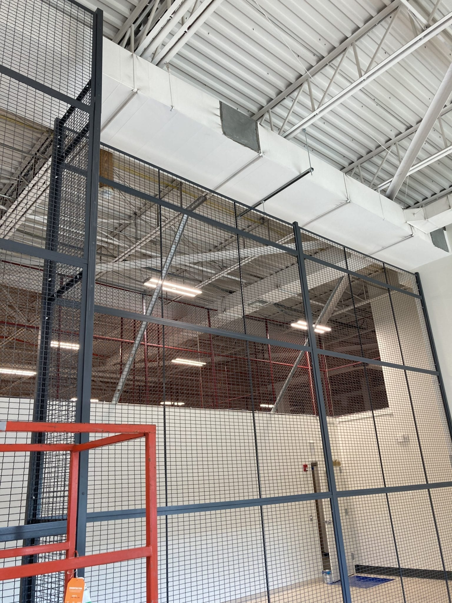 installation of wiremesah partitions